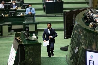 محمدجواد آذری جهرمی وزیر ارتباطات و فناوری اطلاعات در جلسه علنی مجلس / ۱ تیر ۹۹