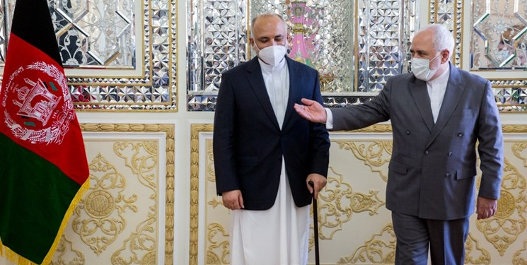 گفتوگوی تلفنی ظریف و اتمر/آمادگی ایران برای هر نوع مساعدت به روند صلح در افغانستان
