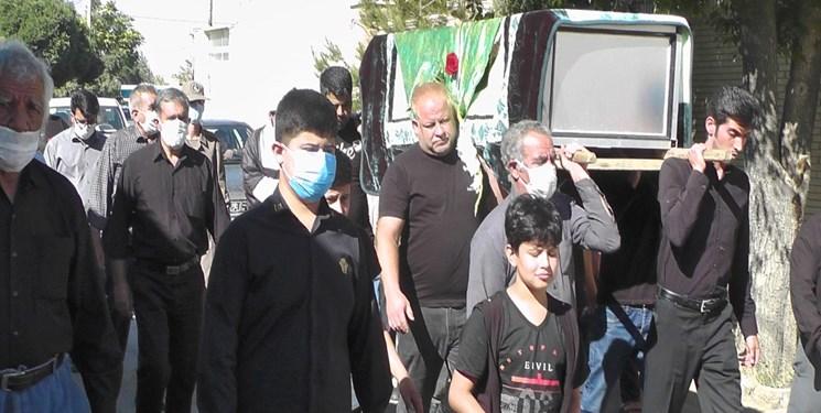 پیکر مادر شهیدان منصوری در  گلزار شهدای