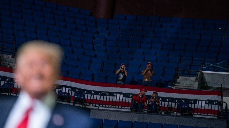 13990402000385 Test NewPhotoFree - رئیس کارزار انتخاباتی ترامپ: صندلیهای خالی کار گروه موسیقی «پاپ کرهای» بود!