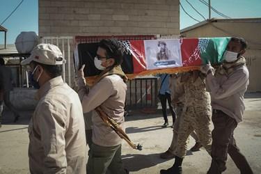 تشییع پیکر شهید «نسیم افغانی» در حاشیه ورود پیکر ۱۹۲ شهید دوران دفاع مقدس به میهن اسلامی/مرز شلمچه