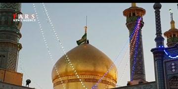 فیلم|آیین تعویض پرچم حرم حضرت معصومه(س) و آغاز جشنهای دهه کرامت