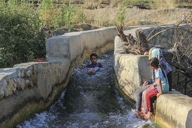 بعد از نشاءکاری، تفریح بچه ها آب تنی در کانال های آب است.