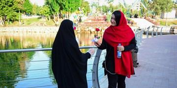روایتی شیرین از فعالیتهای فرهنگی در قزوین/ از اهدای گل و عکاسی باحجاب تا برگزاری دورههای رایگان دوخت چادر