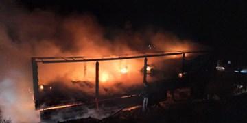 تریلر حامل ظروف یکبار مصرف در جاده سقز بوکان در آتش سوخت