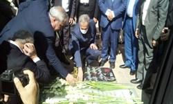 ادای احترام وزیر جهاد کشاورزی به مقام سردار شهید سلیمانی