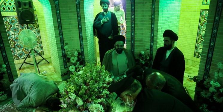 آیین غبار روبی مرقد امامزاده موسی مبرقع توسط خادمان رضوی