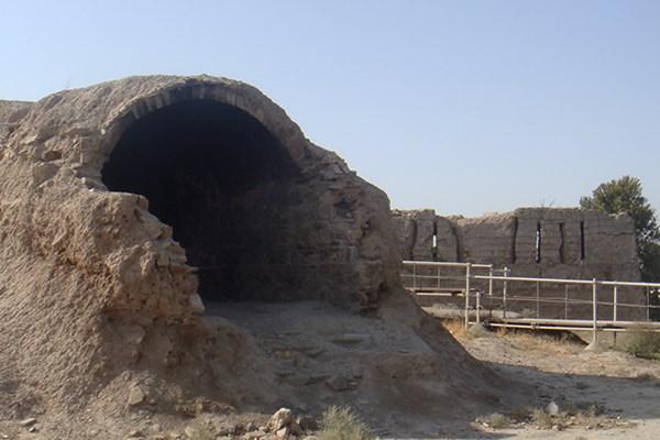 13990407000438 Test PhotoL - دژ رشکان در حال نابودی/ اثر تاریخی در محاصر نخاله های ساختمانی