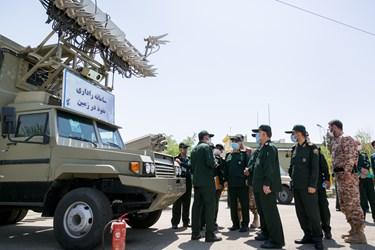 بازدید از سامانه راداری نفوذ در زمین در رونمایی از دستاوردهای دفاعی سپاه