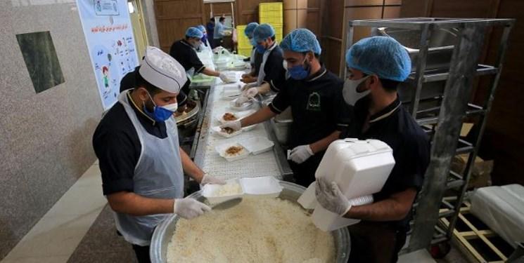 توزیع روزانه ۲ هزار پرس غذا بین نیازمندان توسط آستان علوی+عکس