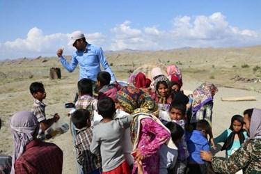 عکس | فعالیت گروه جهادی درکمپ زاچ و داربست