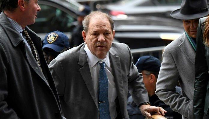 به قربانیان آزار و اذیت و تجاوز جنسی «هاروی واینستاین» به عنوان بخشی از دادرسی طبقاتی که با کمک دادستان کل نیویورک انجام شده ۱۸ میلیون و ۸۷۵ هزار دلار تعلق گرفت.