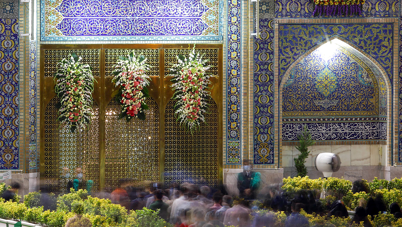 13990412000600 Test NewPhotoFree - گلآرایی و چراغانی حرم امام رضا (ع) با دهها هزار گل و چراغ+عکس