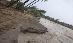 سیل جاده بازرگان به بورالان را در چند نقطه تخریب کرد