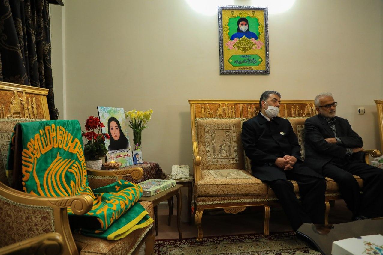 13990413000181 Test NewPhotoFree - حضور خادمان بارگاه منور رضوی در منزل خانوادههای شهدای مدافع سلامت+عکس
