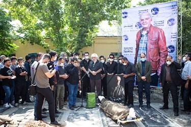 سخنرانی کامران ملکی بازیگر و عضو هیات مدیره خانه سینما در مراسم خاکسپاری مرحوم سیروس گرجستانی