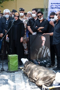 سخنرانی فاطمه گودرزی بازیگر، در مراسم خاکسپاری مرحوم سیروس گرجستانی