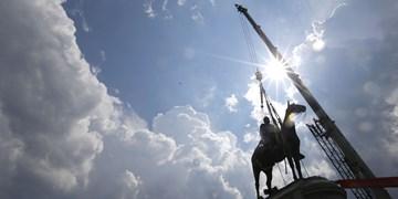 تصاویر| مجسمههایی که هدف اعتراض مردم آمریکا قرار گرفتند