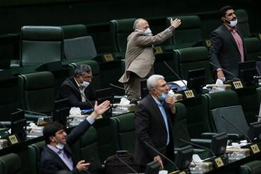 اعتراض نمایندگان به صحبت های  محمدجواد ظریف وزیر امور خارجه در مورد مسائل سیاست خارجی و دیپلماسی اقتصادی در جلسه علنی مجلس/۱۵ تیر ۹۹