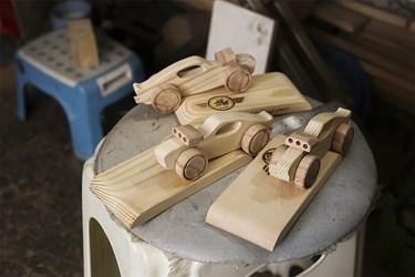 اسباببازیهای چوبی سفارش داده شده که در حال نهایی شدن هستند.