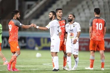 گزارش تصویری از تساوی سایپا و سپاهان در ورزشگاه شهید دستگردی