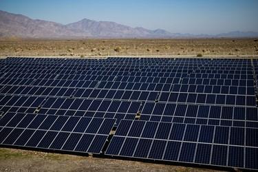 نیروگاه آفتابی با ظرفیت 1 مگاوات که بخشی از برق شهرستان را تامین میکند