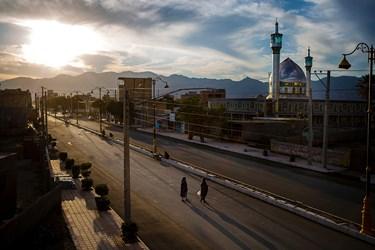 نمایی از شهرستان قلعه گنج و مسجد صاحب الزمان که در سال 96 به وسعت2000 مترمربع تاسیس شد