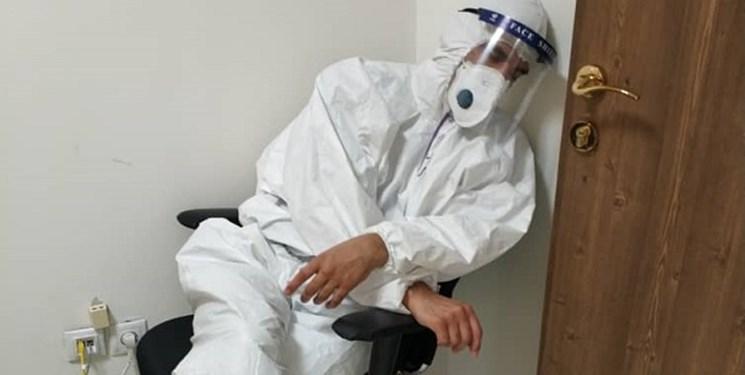 عضو کادر درمان کرونا: این روزها حس «جنگ احد» را دارم!/ کدام گروه 50 متر جلوتر از خط مقدم با کرونا میجنگد؟+ فیلم