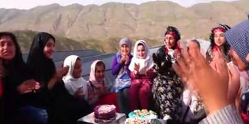 فیلم| از کمک به سیل زدگان تا اجرای تئاتر عفاف و حجاب توسط بانوی ایلامی