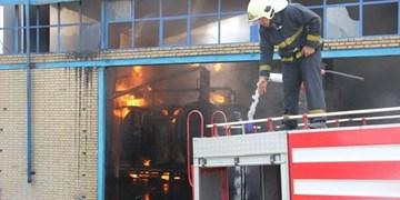 آتش سوزی گسترده واحد صنعتی در اشتهارد مهار شد+ فیلم و عکس