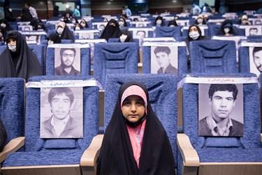 حضور دختر شهید مدافع حرم مرتضی کریمی  در مراسم اجتماع مجازی دختران انقلاب