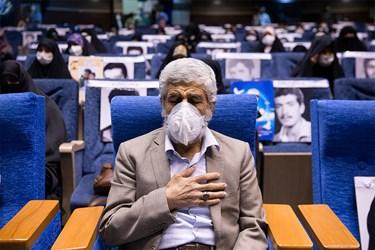 حضورپدر شهید مصطفی احمدی روشن در مراسم اجتماع مجازی دختران انقلاب