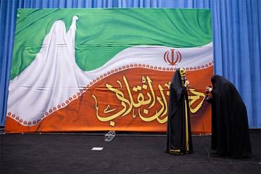 ارتباط تلفنی با دختر شهید قاسم سلیمانی در مراسم اجتماع مجازی دختران انقلاب