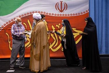 تقدیر از خانواده شهید توسط آیت الله اختری عضو مجلس خبرگان رهبری