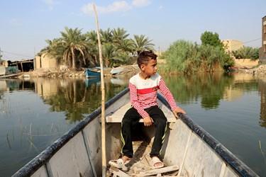 معیشت مردم روستاهای شادگان وابسته به تالاب شادگان است. این تالاب علاوه بر ظرفیتهای اقتصادی، ظرفیت جذب گردشگر هم دارد.