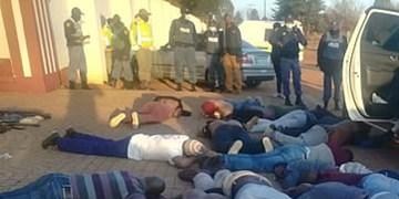عکس| تیراندازی و گروگانگیری در کلیسایی در آفریقای جنوبی 5 کشته برجای گذاشت