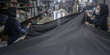 گزارش تصویری/ فعالیت یکی از کارگاههای تهیه ملزومات حجاب در تهران