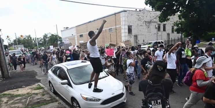 فیلم| قتل جوان سیاهپوست به دست پلیس «دیترویت» بار دیگر آتش خشم معترضان را شعلهور کرد