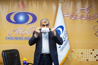 استفاده از ماسک توسط علی نیکزاد نائب رئیس مجلس در خبرگزاری فارس