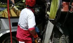 تصادف اتوبوس با تریلر در محور بروجرد_نهاوند یک کشته و 22 زخمی بر جای گذاشت