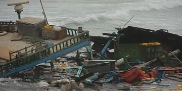 غرق شدن یک فروند لنج باری در «قشم»+فیلم و عکس