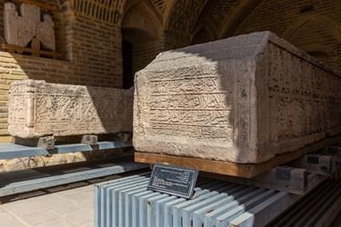 سنگ قبر( آیت الکرسی و کلمه مبارکه بسمله و آیه لااله الا هو الملائکه )