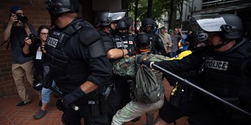 حمله پلیس آمریکا به خبرنگاران روس هنگام پوشش اعتراضات پورتلند