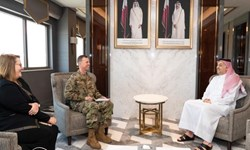 وزیر دفاع قطر با فرمانده فرماندهی مرکزی نیروی هوایی ایالات متحده دیدار کرد