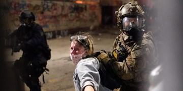 ترفند معترضان آمریکایی برای مقابله با خشونت نیروهای امنیتی