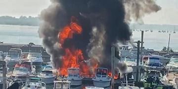 عکس | آتشسوزی چندین قایق در اسکله نیویورک