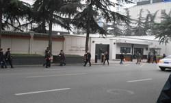 پرچم آمریکا از ساختمان کنسولگری واشنگتن در چنگدو پایین کشیده شد