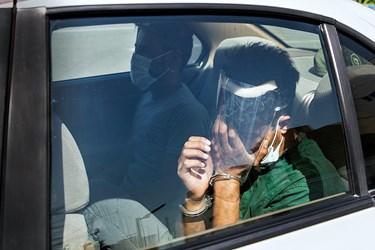 انتقال متهم  دستگیر شده در طرح رعد ۳۷ به بازداشتگاه