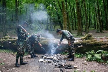 جنگلبانان به محض مشاهده آتش رها شده در جنگل مبادرت به خاموش كردن آتش مي پردزاند . سهل انگاري افراد در رهاسازي آتش منجر به آتش سوزي هاي وسيع مي شود
