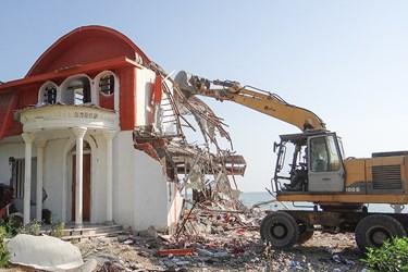 تحريب يكدستگاه ساختمان مسكوني در حريم درياي نوشهر منطقه كپورچال